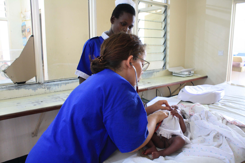 Una pediatra in Uganda. Da Torino a Kalongo per imparare a capire quando è bene mollare e quando no